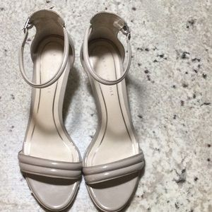 Kenneth Cole Nude Patent Heels Size 8m